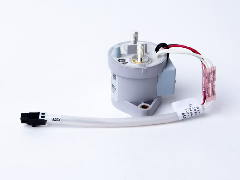 Relai als elektrische Baugruppe gefertigt