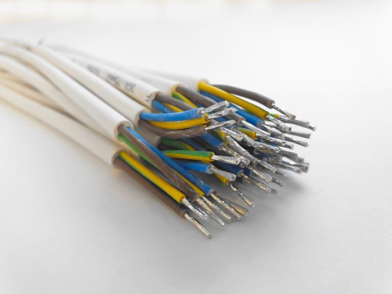 Leitungen manuell verzinnt